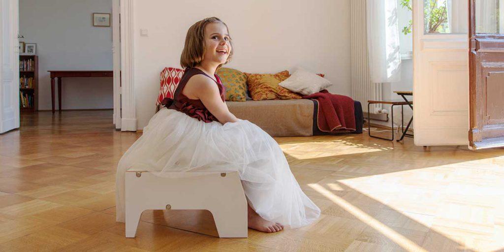 modern-kids-furniture-stool-for-children-Prinzenkinder_3