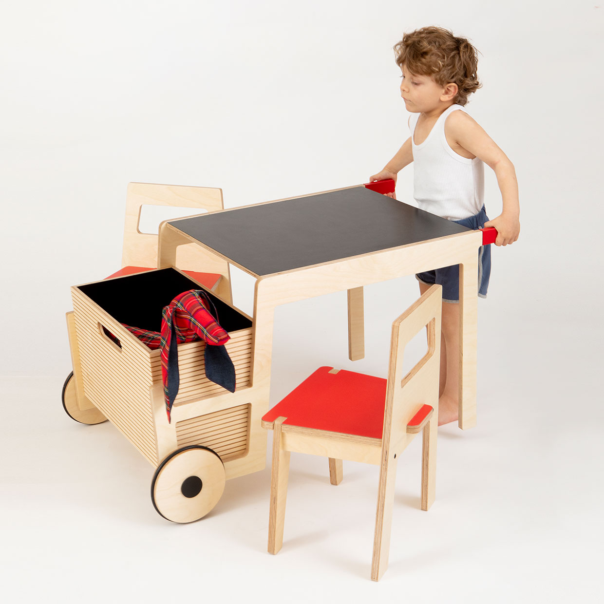 playful-childrens-play-table-wheelbarrow-table-by-Sarit-Shani-Hay_Titel