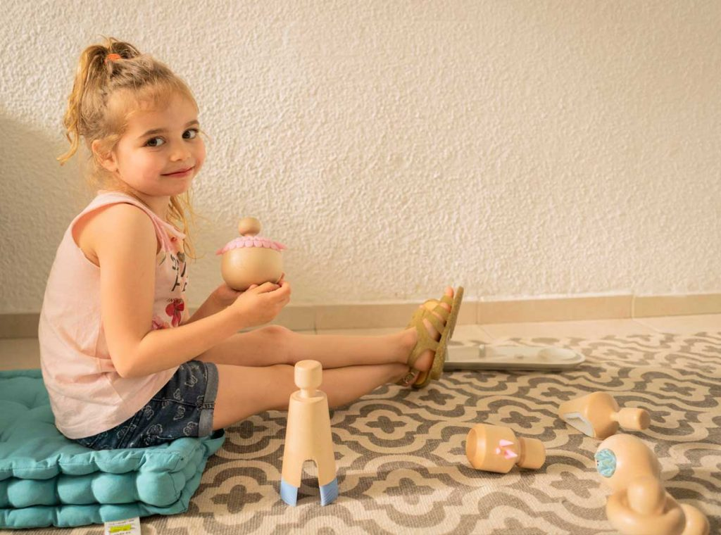 play-thereapeutic-toy-Alma-therapeutic-dolls-by-Yaara-Nusboim_2