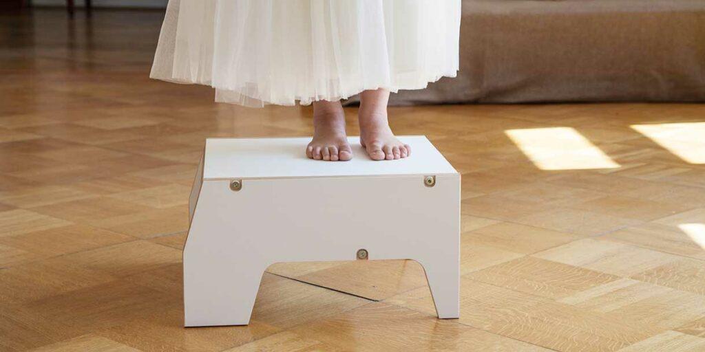 designer-childrens-furniture-stool-for-children-by-prinzenkinder-7