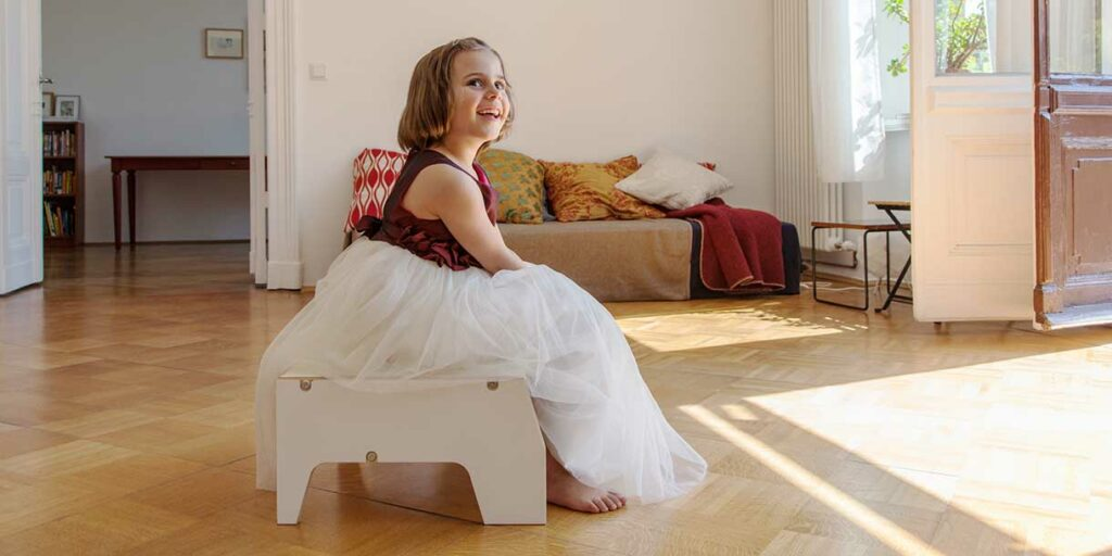 designer-childrens-furniture-stool-for-children-by-prinzenkinder-8