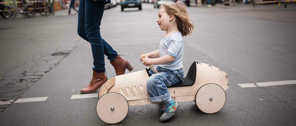 phim-flink-wooden-car-start 2