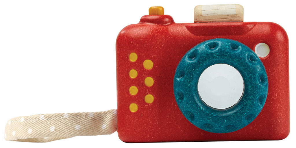 sustainable-toys-my-first-camera-by-plantoys-2