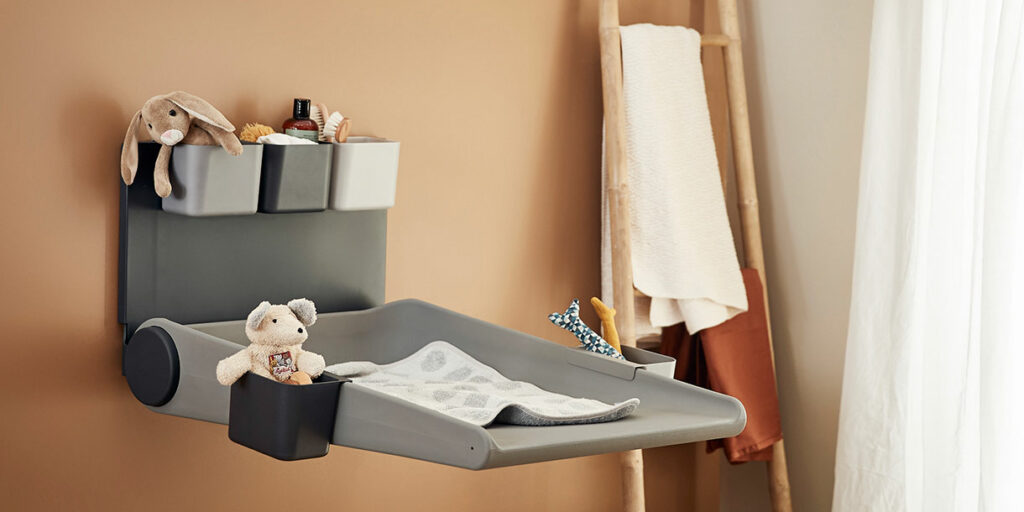 wallmounted-changing-table-wally-leander-9