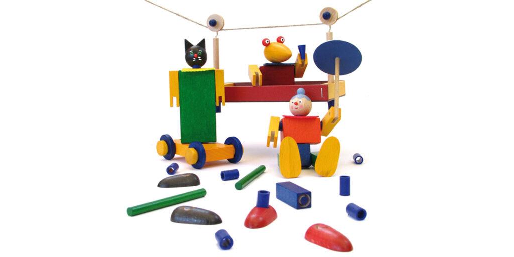 handmade-classic-wooden-toy-kellner-steckfiguren-1