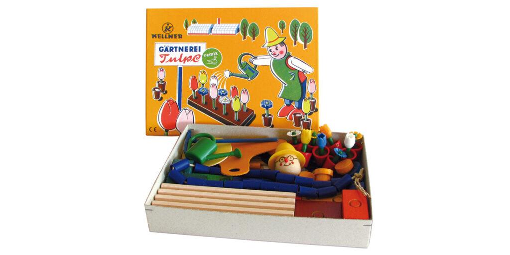 handmade-classic-wooden-toy-kellner-steckfiguren-3