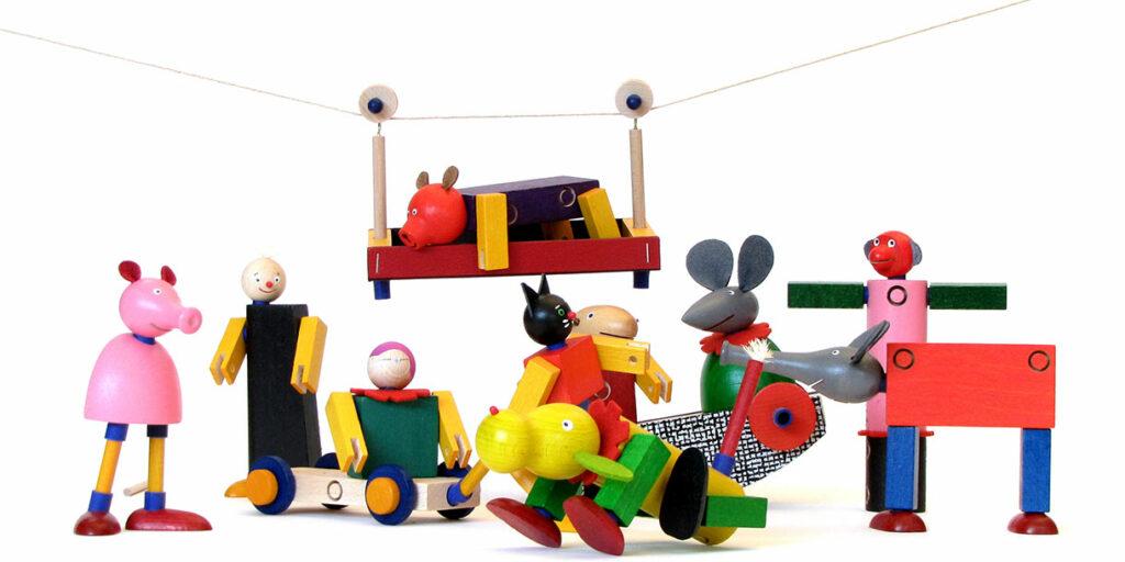 handmade-classic-wooden-toy-kellner-steckfiguren-4