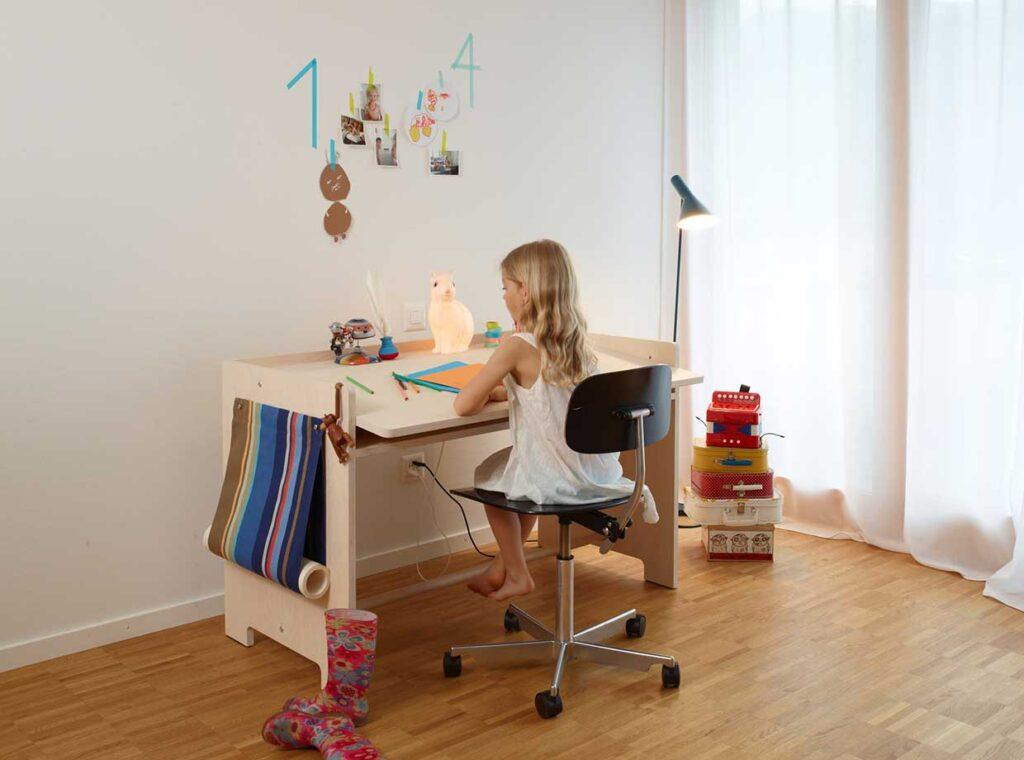 growing-desk-for-children-blueroom-4