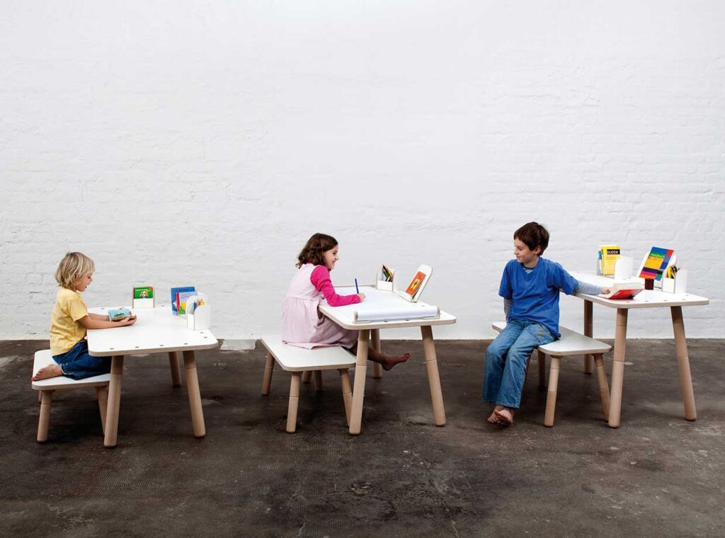growing-desk-for-children-growing-table-pure-position-1