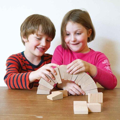 kreatives-Spielzeug-Spielzeug-aus-Holz-follies-lessing-produktgestaltung 1