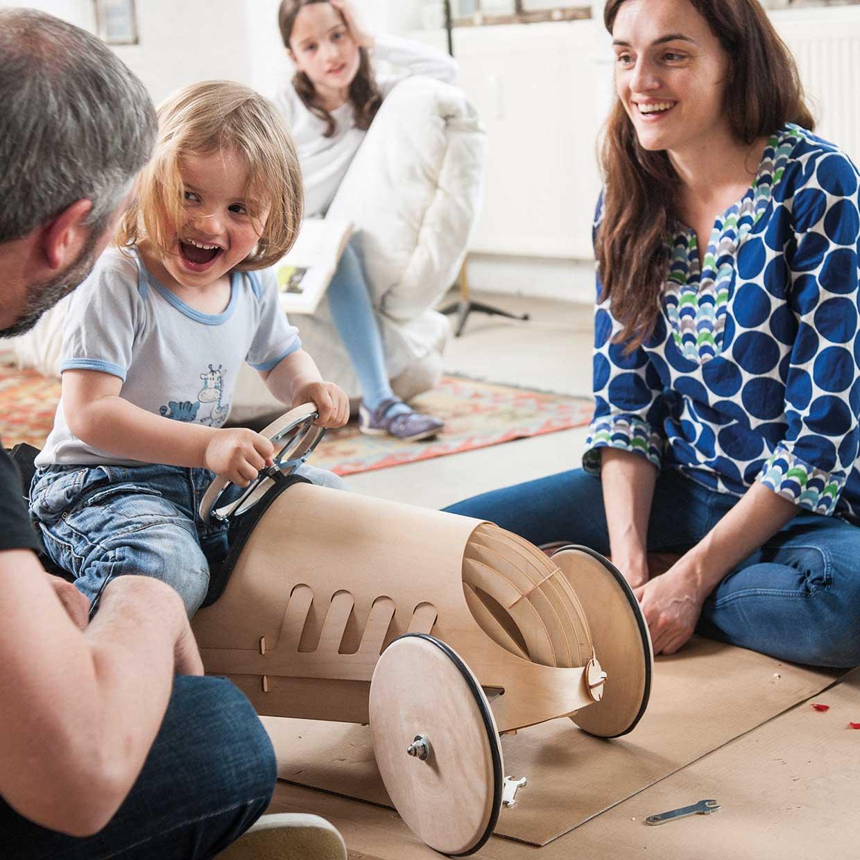 Relaxliegen Aus Holz Zum Selberbauen ~ Spielzeug aus Holz Rutschauto Holz phim flink 10 jpg
