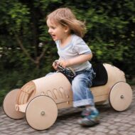 kreatives-Spielzeug-Holz-Rutschauto-flink_1