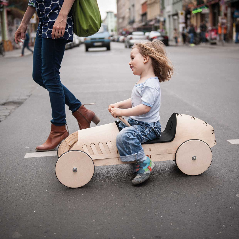 flink von phim holz rutschauto afilii design for kids. Black Bedroom Furniture Sets. Home Design Ideas