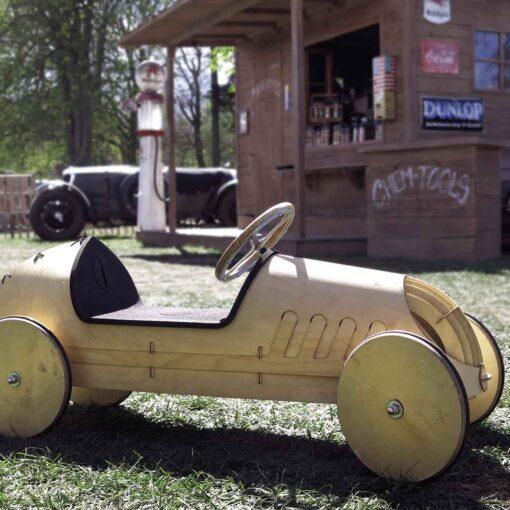 kreatives-Spielzeug-Holz-Rutschauto-flink_3