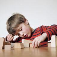 Holzbausteine-natur-kreatives-Spielzeug-Mauersack-by-lessing-produktgestaltung_2