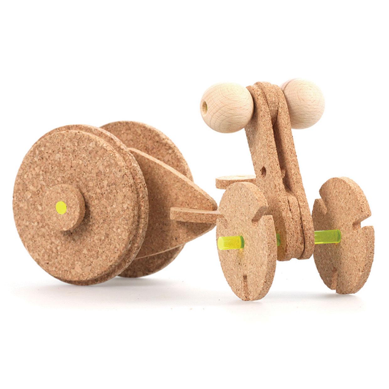 kreatives-Spielzeug-aus-Holz-Zoe-Johan-Katzenberger