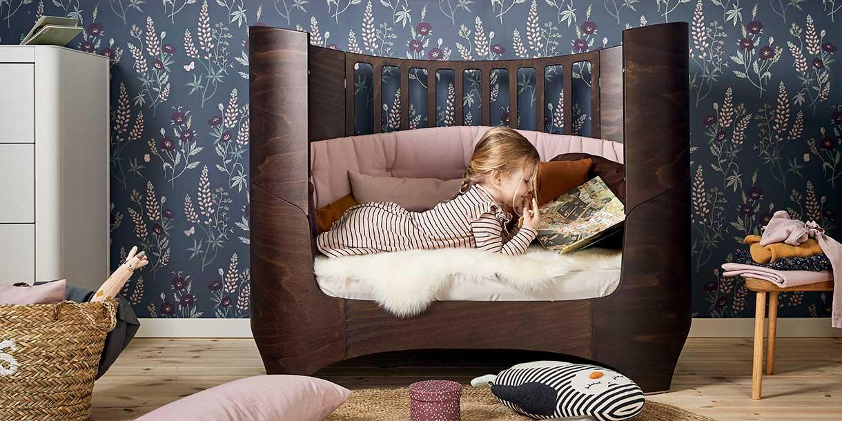 design-kindermoebel-babybett-mitwachsend-leander-1