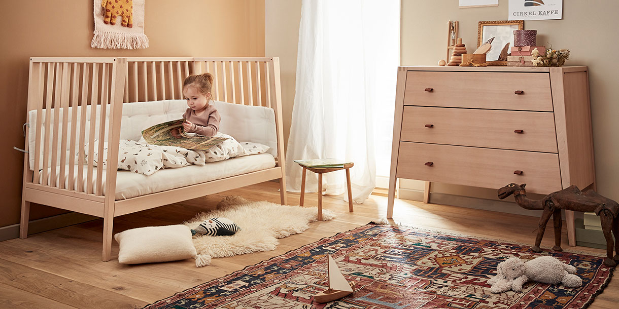design-kindermoebel-linea-babybett-mitwachsend-kommode-leander-4