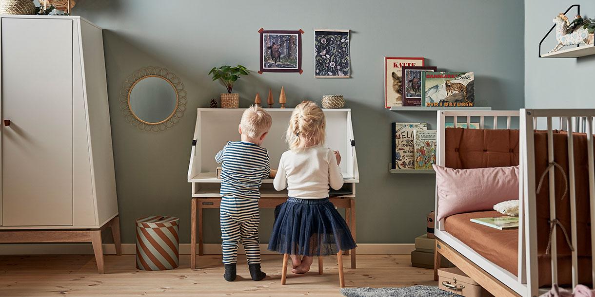design-kindermoebel-luna-babybett-mitwachsend-kinderzimmer-schreibtisch-leander-5